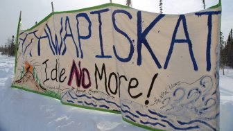 Attawapiskat-Banner-Road-to-De-Beers-is-closed-February-2013